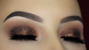 7 langkah tampil glamour dengan makeup glitter