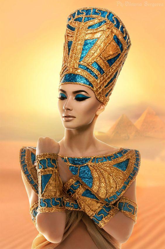 menjadi-cleopatra-dengan-gaya-makeup-arabia